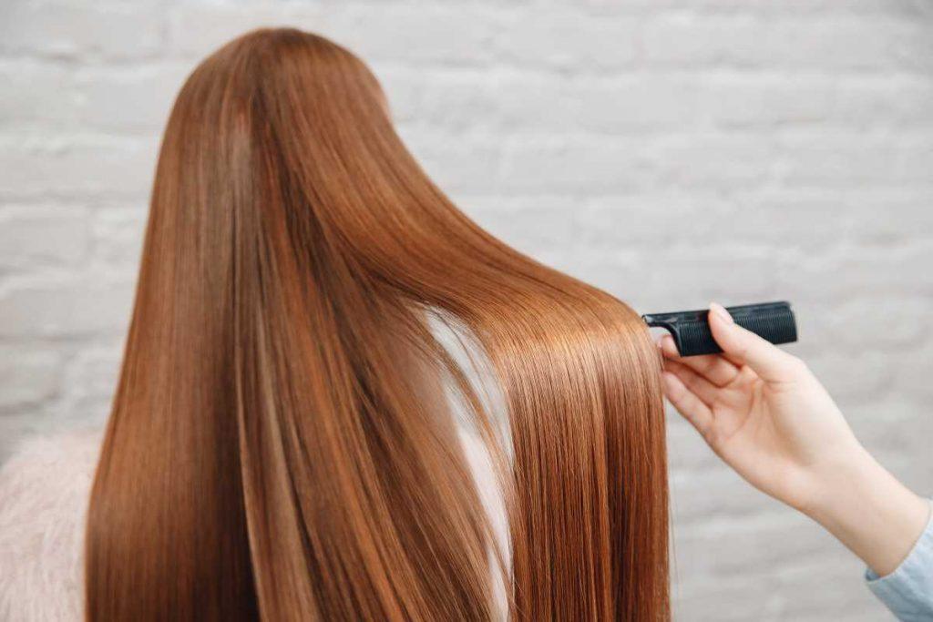 mujer mostrando pelo
