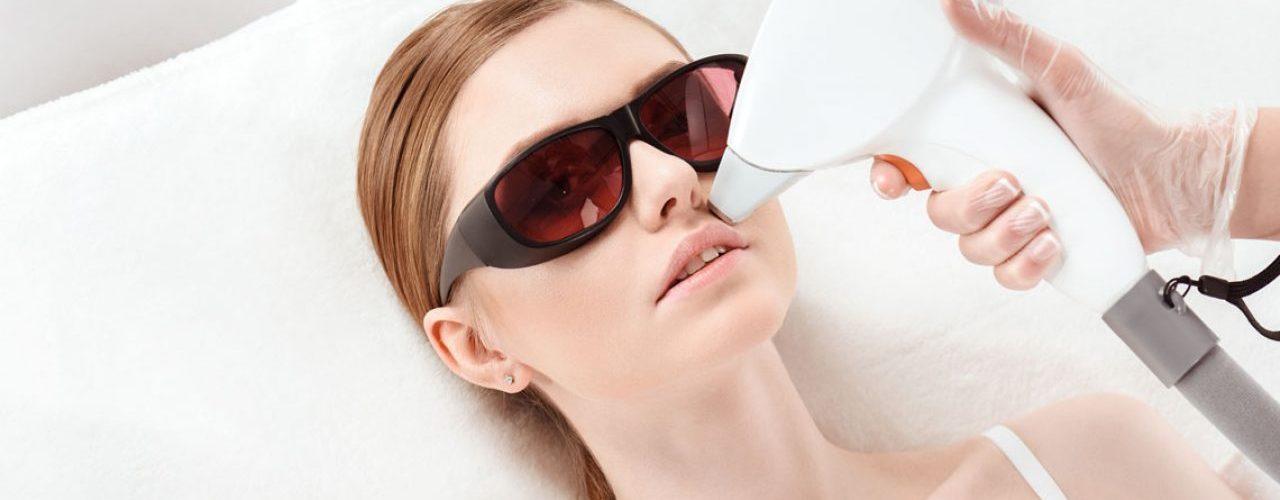 aplicando laser en cara