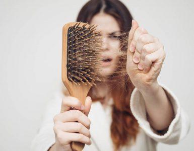 pelos en cepillo