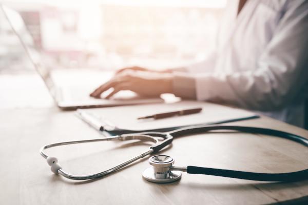 Consultar con el cirujano ante algún cambio en la medicación