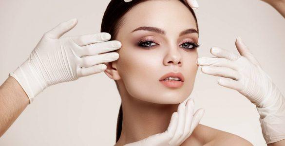 mujer con cirugia estetica